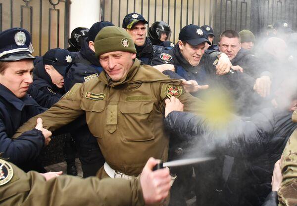 Столкновения участников акций в защиту Н. Савченко и милиции у Генерального консульства Российской Федерации в Одессе