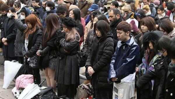 Минута молчания в память о жертвах цунами и землетрясения 11 марта 2011 года, Токио. Архивное фото