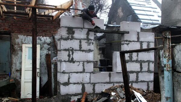 Восстановление жилого дома в Донецке. Архивное фото