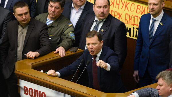 Лидер фракции Радикальной партии Олег Ляшко выступает на заседании Верховной Рады Украины в Киеве. 15 марта 2016