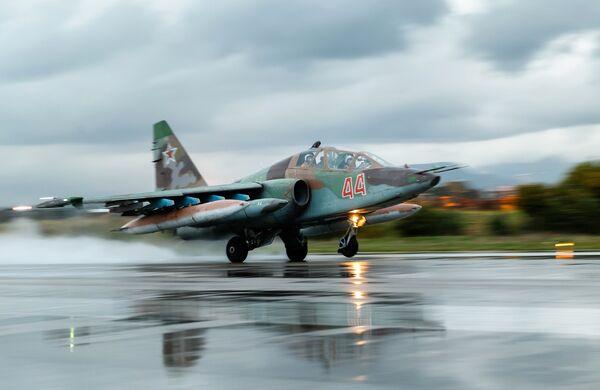 Штурмовик Су-25 ВКС России на авиабазе Хмеймим в Сирии