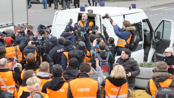 Задержание журналиста Грэма Филиппса на марше ветеранов СС в Риге, Латвия. 16 марта 2016. Архивное фото