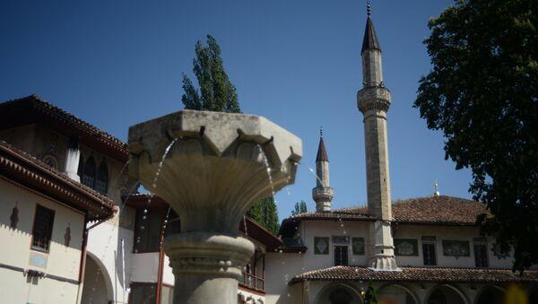 Большая Ханская мечеть на территории Бахчисарайского историко-культурного заповедника Крыма Хансарай