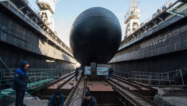 Спуск на воду подводной лодки класса Варшавянка. Архивное фото