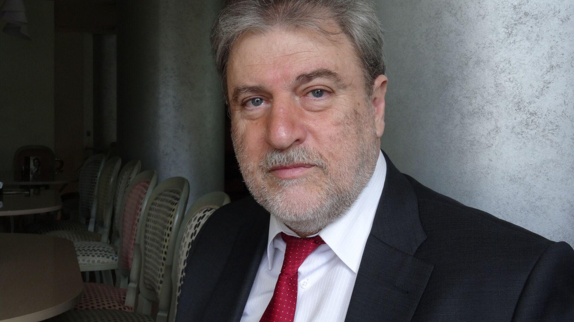 """Греческий политик рассказал об """"антироссийской истерии"""" в Евросоюзе"""