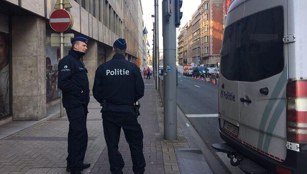 Сотрудники полиции на улице Брюсселя. Архивное фото
