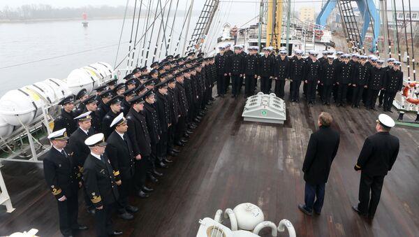 Курсанты и студенты морских вузов страны на борту учебного парусного судна Крузенштерн. Архивное фото