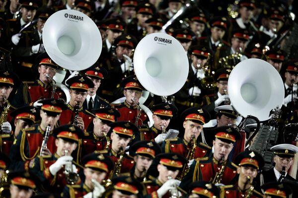 Церемония закрытия Международного военно-музыкального фестиваля Спасская башня в Москве