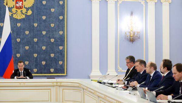 Председатель правительства РФ Дмитрий Медведев проводит заседание кабинета министров РФ в резиденции Горки. 31 марта 2016, Архивное фото