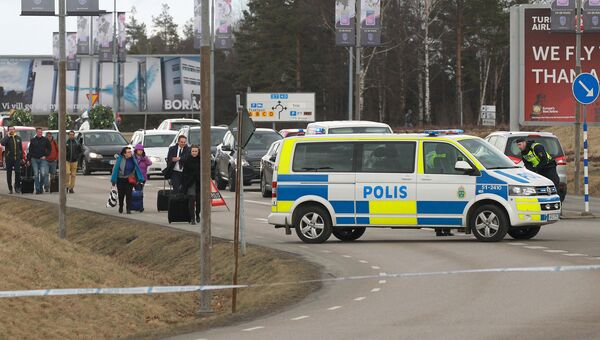 Пассажиры возле аэропорта города Гетеборг. Архивное фото