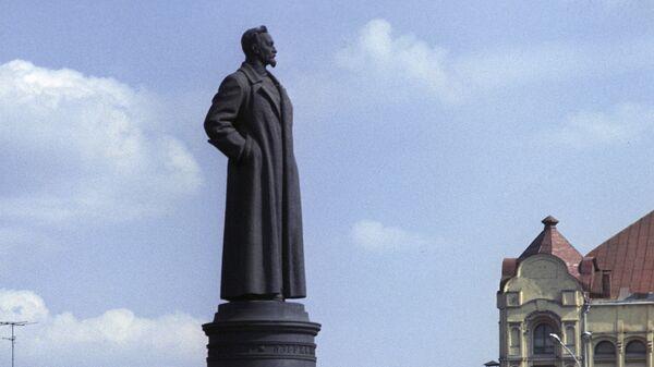 Памятник Феликсу Эдмундовичу Дзержинскому. Скульптор Е. В. Вучетич, архитектор Г. А. Захаров. 1958.