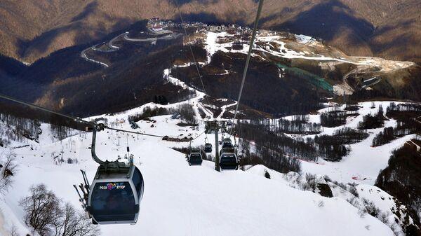 Подъемники Горно-туристического центра ПАО Газпром на склоне горнолыжного курорта Роза хутор в Сочинском Национальном Парке