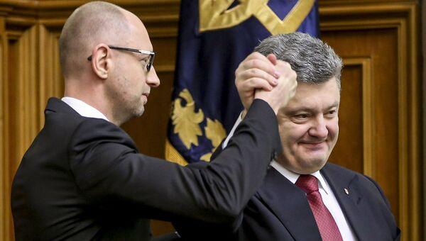 Премьер-министр Украины Арсений Яценюк (слева) и президент Украины Петр Порошенко. Архивное фото