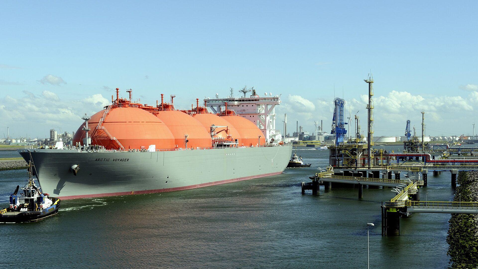 Корабль, транспортирующий природный газ в порту Ротердама, Нидерланды - РИА Новости, 1920, 14.09.2021