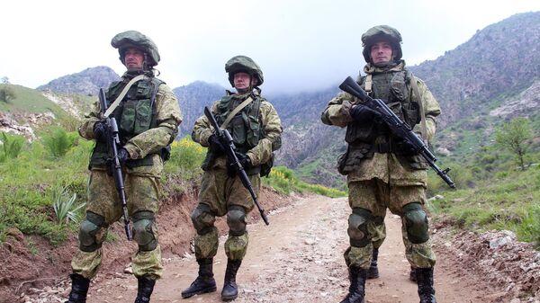 Военнослужащие российской армии во время совместных учений подразделений военной разведки государств-членов Организации договора о коллективной безопасности (ОДКБ) Поиск 2016 в Таджикистане