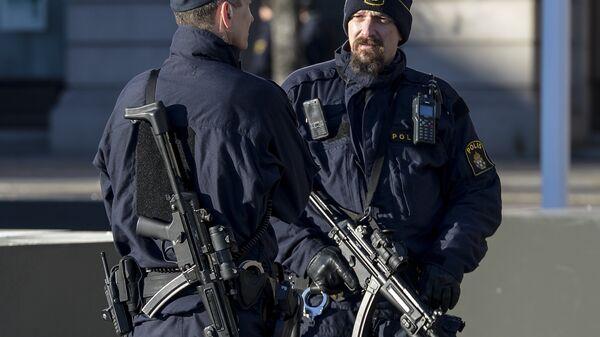 Вооруженные сотрудники полиции в центре Стокгольма, Швеция. Архивное фото