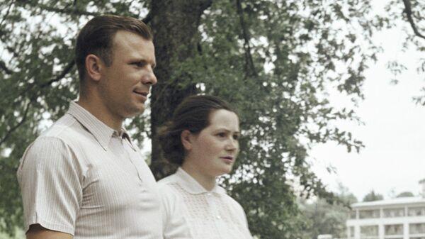 Летчик-космонавт Юрий Гагарин с женой Валентиной на отдыхе в Сочи