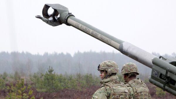 Военнослужащие блока НАТО на военных учениях на полигоне Адажи в Латвии