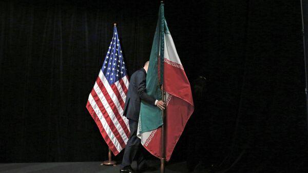 Флаги США и Ирана. Архивное фото