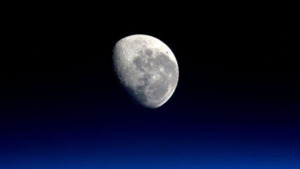 Снимок Луны снятый с МКС. Архивное фото