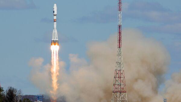 Ракета-носитель Союз-2.1а с тремя российскими спутниками Ломоносов, Аист-2Д и SamSat-218 стартовала с космодрома Восточный