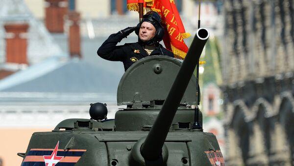 Танк Т-34-85 во время военного парада на Красной площади в честь 71-й годовщины Победы в Великой Отечественной войне 1941-1945 годов