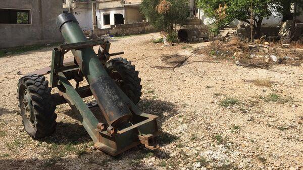 Брошенный террористами самодельный миномет в деревне Саф-Сафа (провинция Хама), освобожденной сирийской армией от боевиков Фронта ан-Нусра