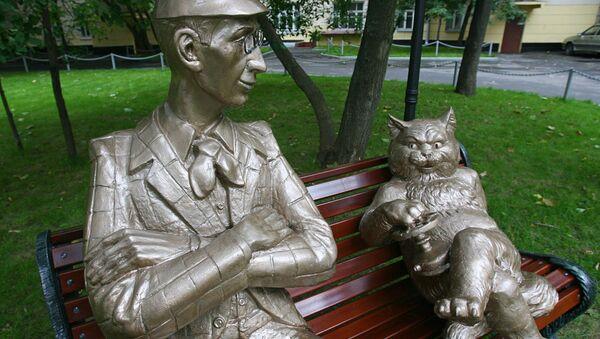 Памятник героям романа Булгакова Мастер и Маргарита. Архивное фото