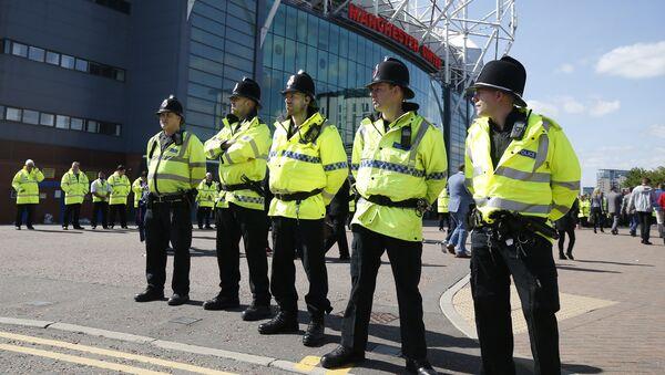 На футбольном стадионе Олд Траффорд в Манчестере был обнаружен подозрительный предмет в пакете