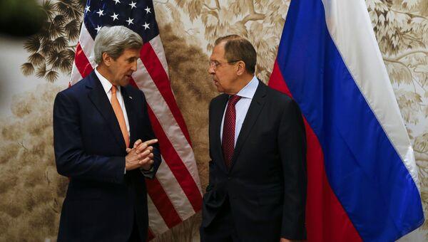 Глава МИД РФ Сергей Лавров и госсекретарь США Джон Керри проводят во время встречи в Вене. 16 мая 2016