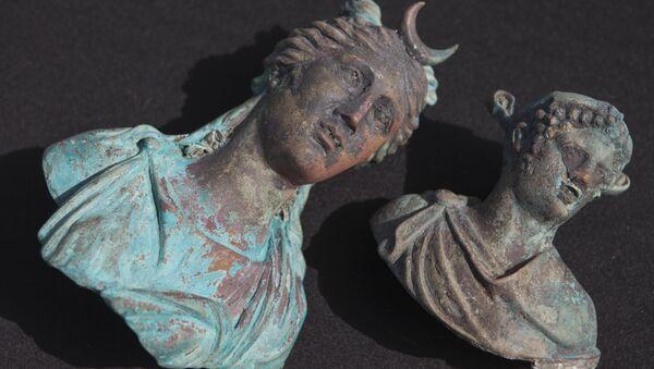 Бронзовые изваяния античных богов, найденные израильскими аквалангистами-любителями в Средиземном море