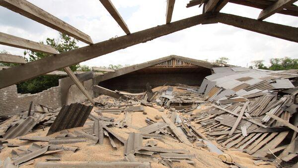 Последствия обстрела Докучаевска в Донецкой области. Архивное фото