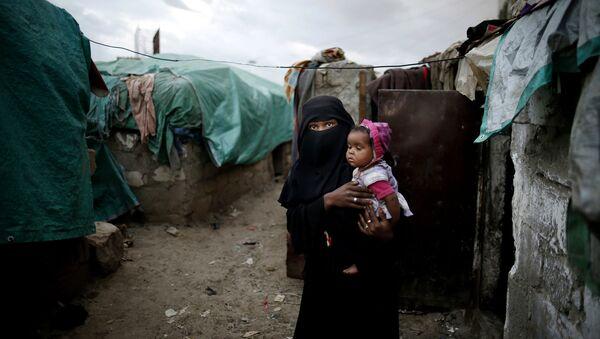 Представительница этнической общины Muhammasheen в трущобах в Сане, Йемен. Архивное фото