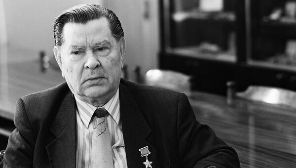 Герой Советского Союза Алексей Маресьев. Архивное фото