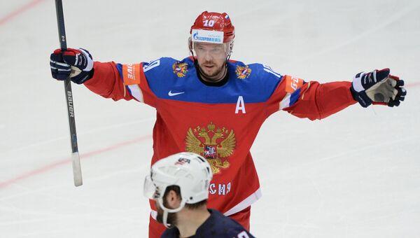 Игрок сборной России Сергей Мозякин радуется своему забитому голу в матче за третье место чемпионата мира по хоккею между сборными командами России и США