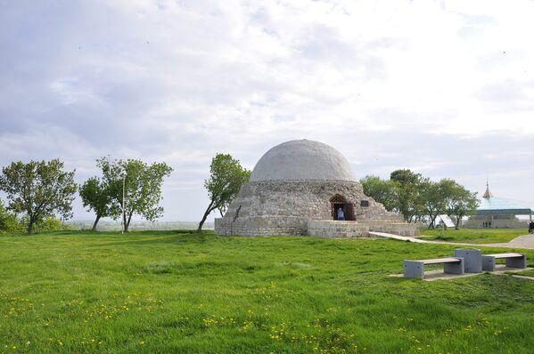 Северный мавзолей, в котором расположены древние могилы булгарской знати
