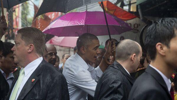 Президент США Барак Обама на улице Ханоя, Вьетнам