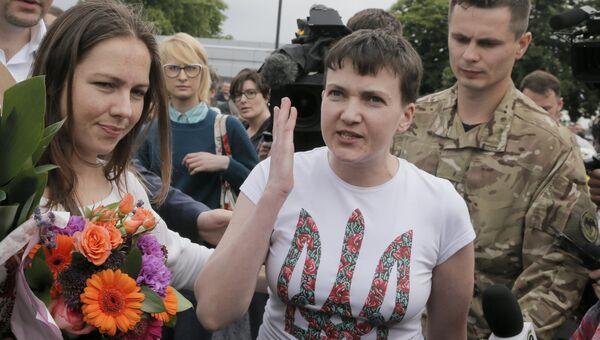 Надежда Савченко в аэропорту Борисполя, Киев, Украина. 25 мая 2016