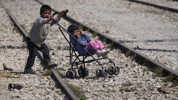 Дети в лагере мигрантов. Архивное фото