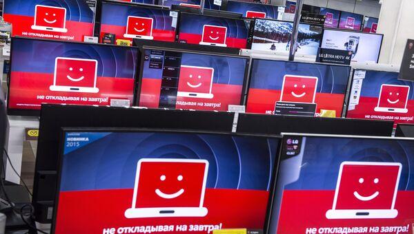 Торговый зал магазина М-видео во время акции Черная пятница в Москве