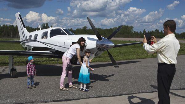Посетители на авиасалоне малой и региональной авиации