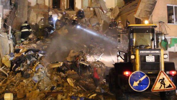 Спасатели руками разбирали завалы на месте обрушения дома в Междуреченске