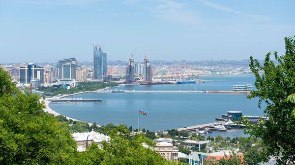 Панорама города Баку и Бакинской бухты в Каспийском море