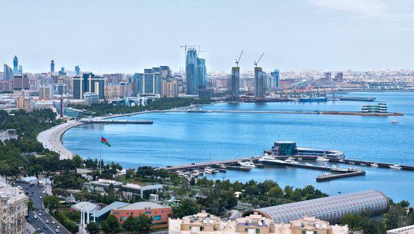 Панорама города Баку и Бакинской бухты в Каспийском море. Архивное фото