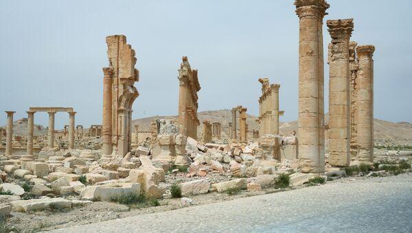 Разрушенная Триумфальная арка в исторической части Пальмиры. Архивное фото