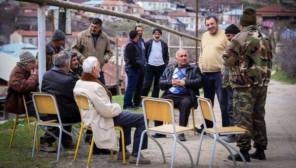 Мужчины в городе Степанакерте Непризнанной Нагорно-Карабахской Республики.