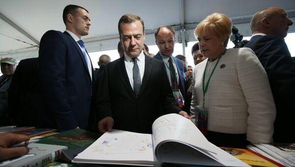 Премьер-министр РФ Д. Медведев открыл книжный фестиваль Красная площадь