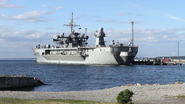 Флагманский корабль шестого флота США Mount Whitney, прибывший для участия в международных учениях ВМС НАТО Baltops, в порту Таллина. Июнь 2016 года