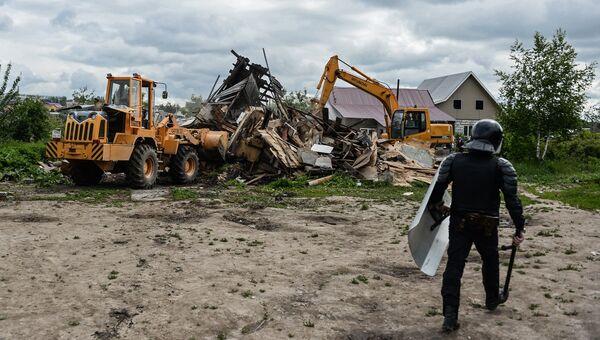 Сотрудник правоохранительных органов в поселке Плеханово в Тульской области. Архивное фото