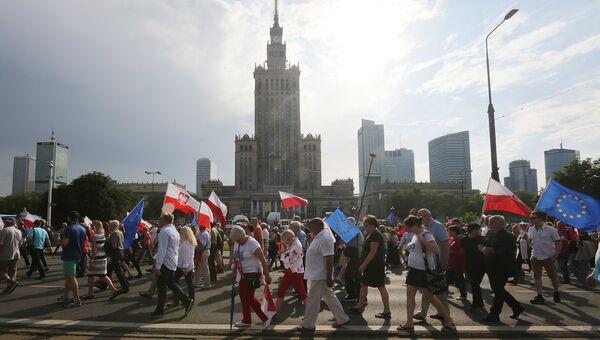 Демонстрация в честь 27-летия победы Солидарности на выборах в Польше. Варшава